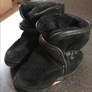 Black Robeez booties. 18-24 mo